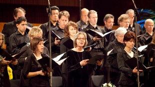 Sänger des Rundfunkchors während einer Aufnahme