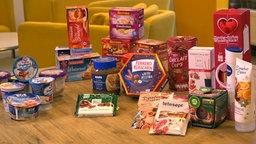 Das Bild zeigt Weihnachtsprodukte aus dem Supermarkt.