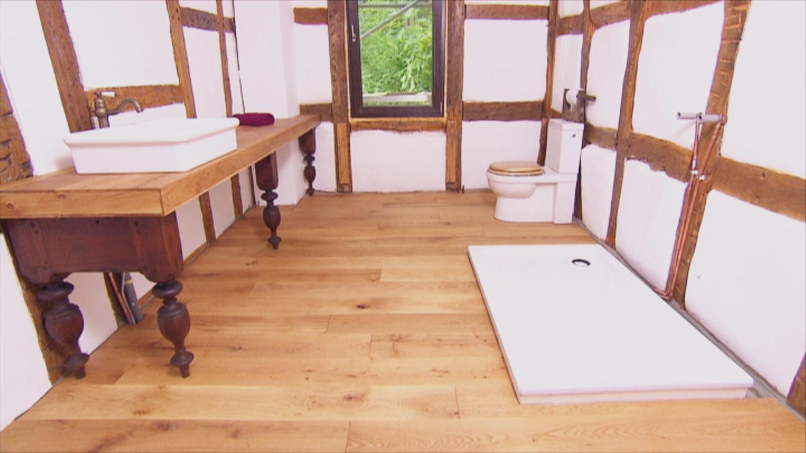 Badezimmer tisch  So klappt es mit Holz im Badezimmer - Wohnen - Verbraucher - WDR