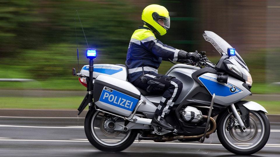 Polizei-Eskorte-l-st-Skandal-in-K-ln-aus