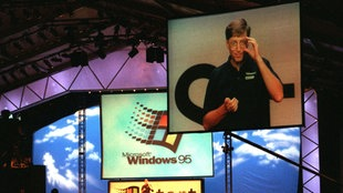 Bill Gates präsentiert Windows 95 (Archivbild von 1995)
